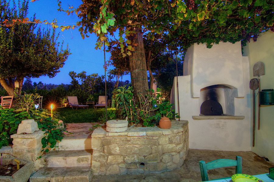 Outdoors - Traditional wood oven, there is also a sink and a gas hob in outdoor area